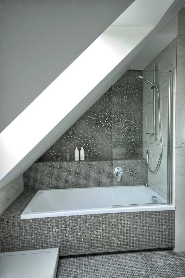 łazienka Na Poddaszu Galeria Wanna Z Parawanem Nawannowym Pod