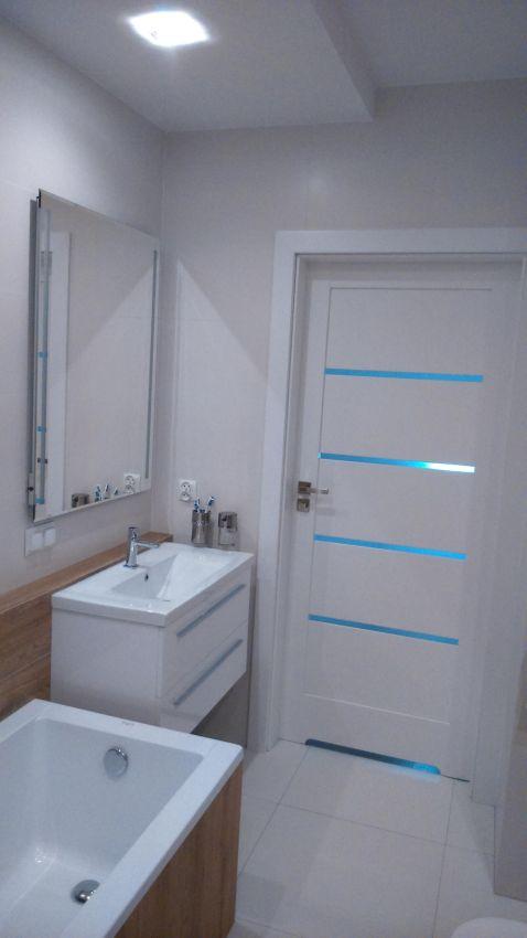Galeria Zdjęć Zdjęcie Biała łazienka Z Elementami Drewna