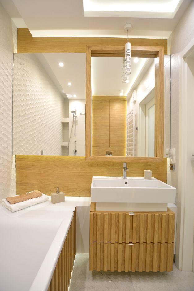 Dwukolorowa łazienka w drewnie i bieli