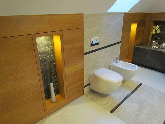 Zestaw podtynkowy w łazience na poddaszu