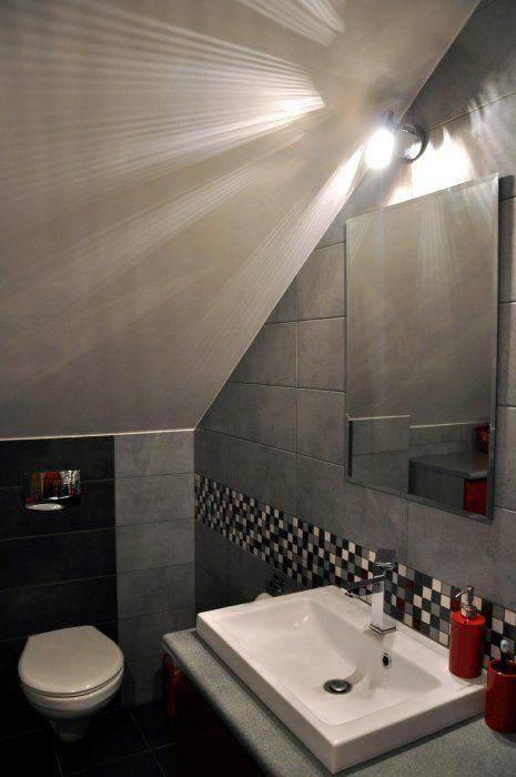 Kolorowa mozaika w łazience na poddaszu