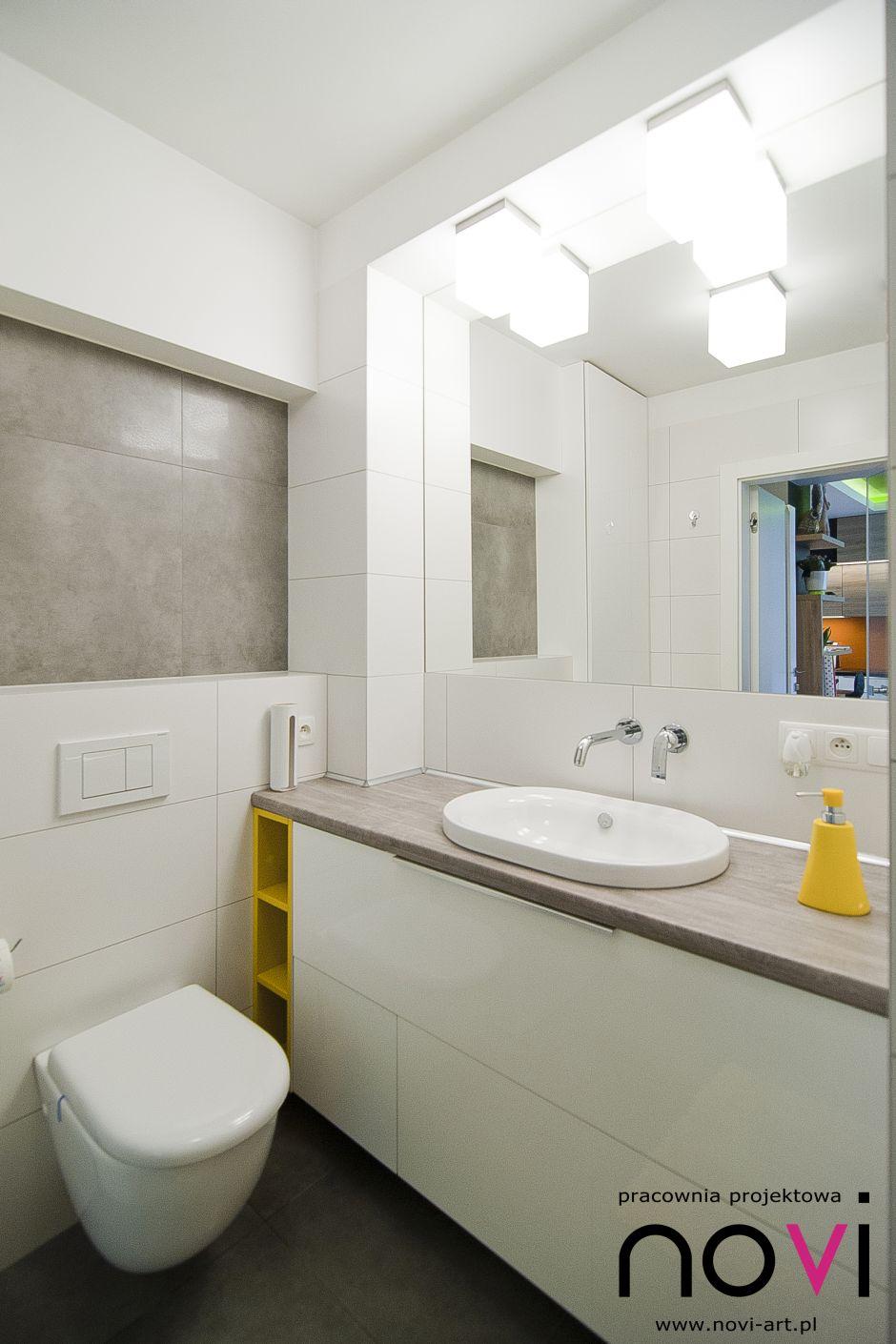 Galeria Zdjęć Zdjęcie Mała Biała łazienka Z żółtymi