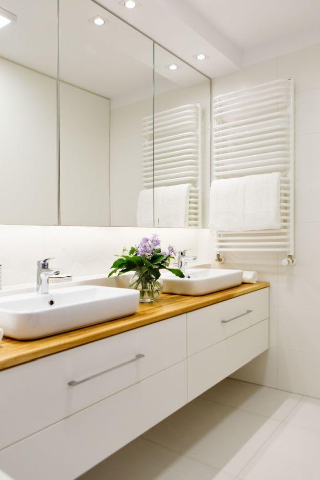 Szafki nad umywalkę z lustrami na frontach