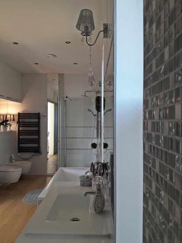 Galeria Zdjęć Zdjęcie Biała Przestronna łazienka Z