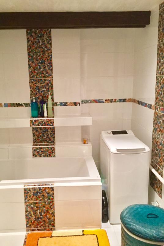 Galeria Zdjęć Zdjęcie Biała łazienka Z Pasami Kolorowej
