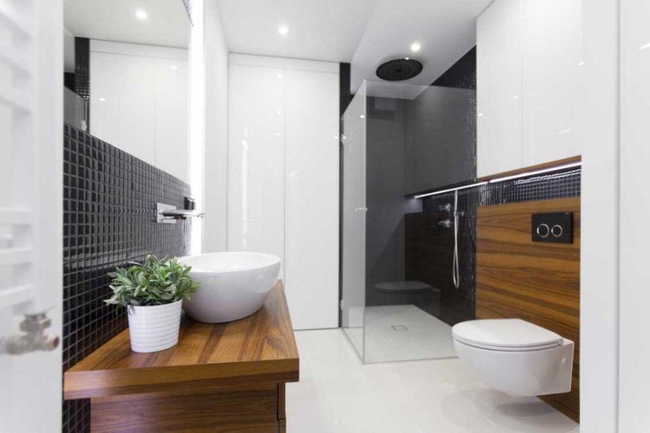 Galeria Zdjęć Zdjęcie Czarna Mozaika W łazience Z Drewnem
