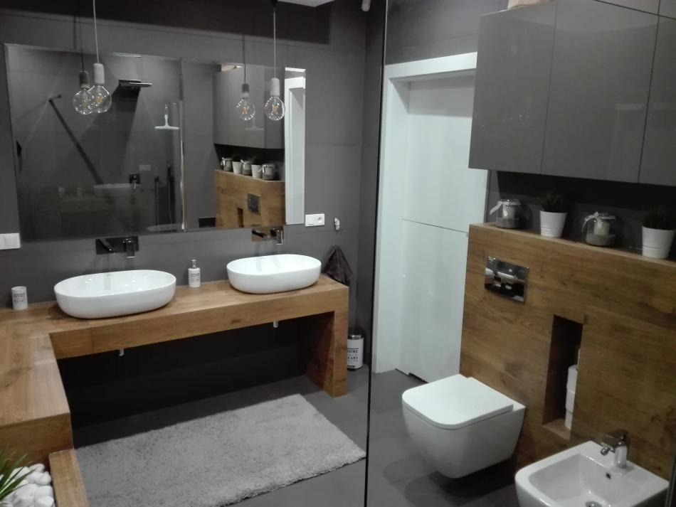 Galeria Zdjęć Zdjęcie Szara łazienka Z Drewnem Wszystko