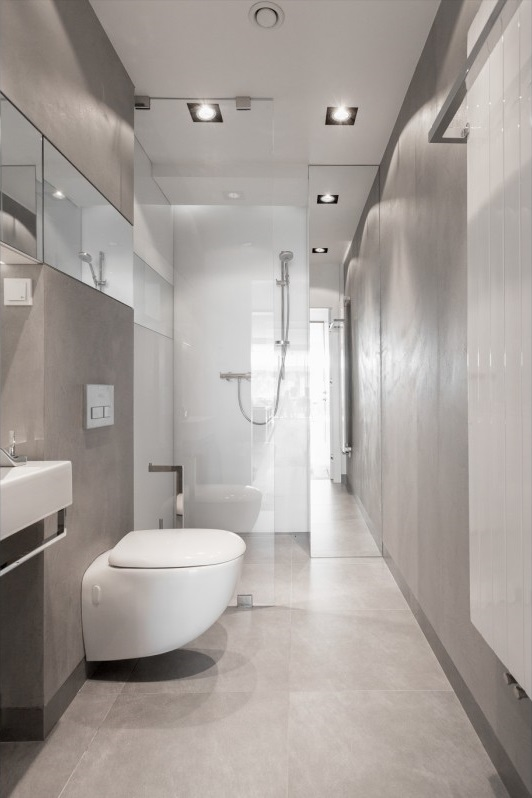 Galeria Zdjęć Zdjęcie Aranżacja Wąskiej Szarej łazienki Z