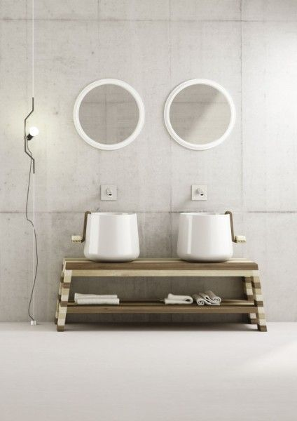 Ceramika sanitarna Catino ustawiona na stylowej konsoli