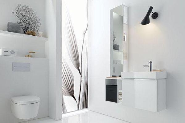 meble łazienkowe z błyszczącymi frontami
