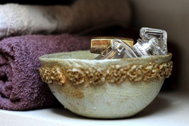 Dekoracyjny kosz w łazience