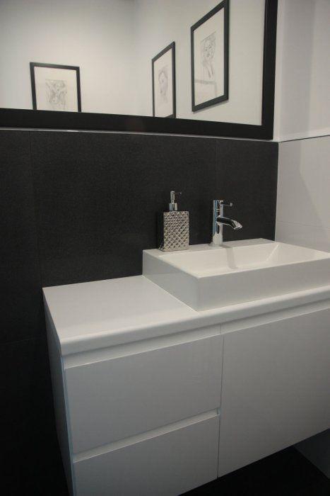 W Mega Tomasz L 1 - galeria - biała szafka łazienkowa z umywalką na tle HM49