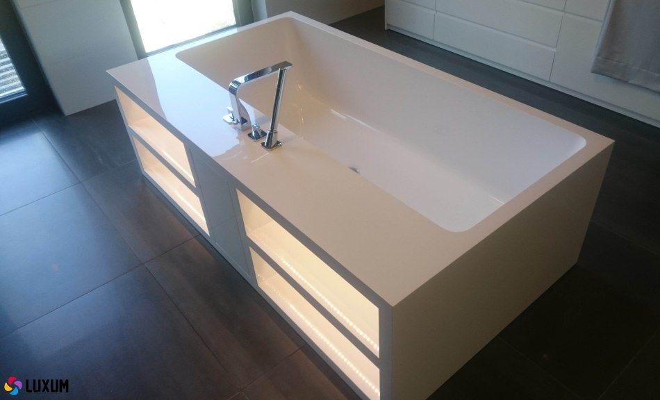 Luxum - wanna wolnostojąca z podświetlanymi półkami