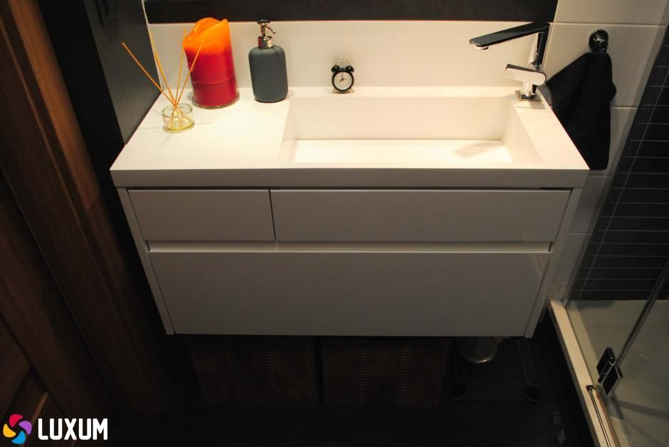 nowoczesna umywalka z odpływem liniowym Luxum