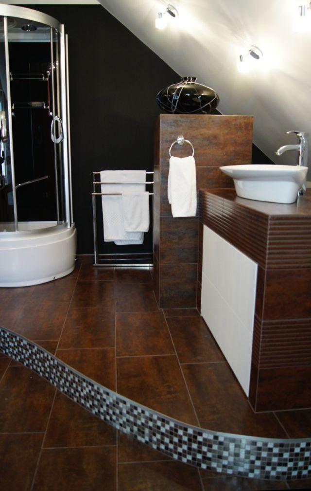 Aranżacje łazienek na poddaszu - galeria - Łazienka na poddaszu z prysznicem - Łazienkowe ...