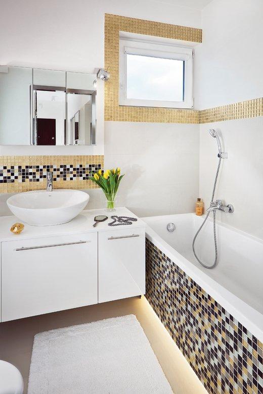 Szafka z lustrem w łazience z mozaiką