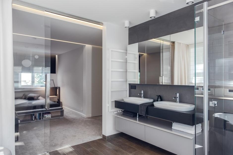 Szafka z lustrem w łazience dla dwojga