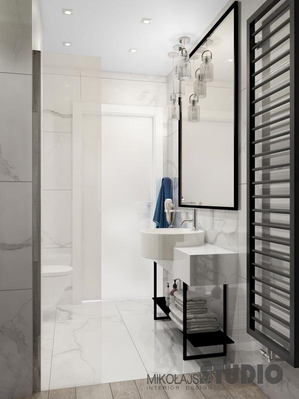 Lustro z czarną ramą w łazience z marmurem