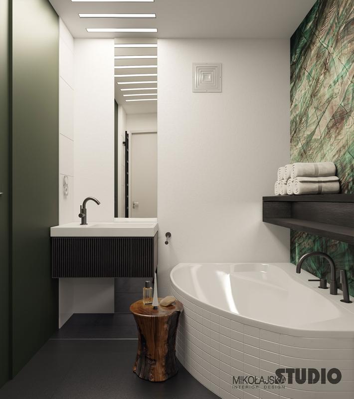 Lustro od sufitu do podłogi w łazience z fototapetą