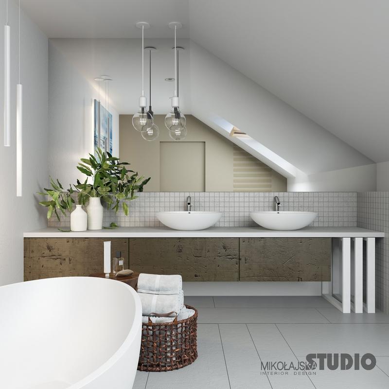 Łazienka na poddaszu z dużym lustrem