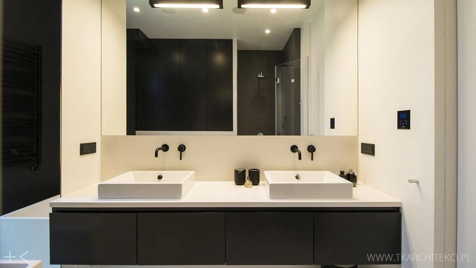 Duże lustro z oświetleniem w łazience dla dwojga