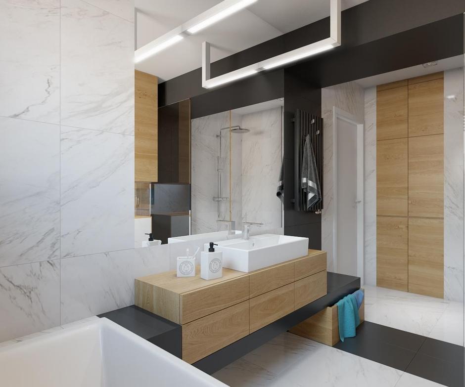 Duże lustro w łazience z marmurem na ścianie