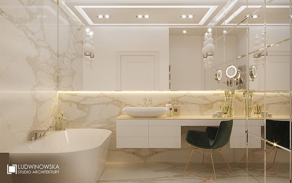 Duże lustro w łazience w stylu glamour