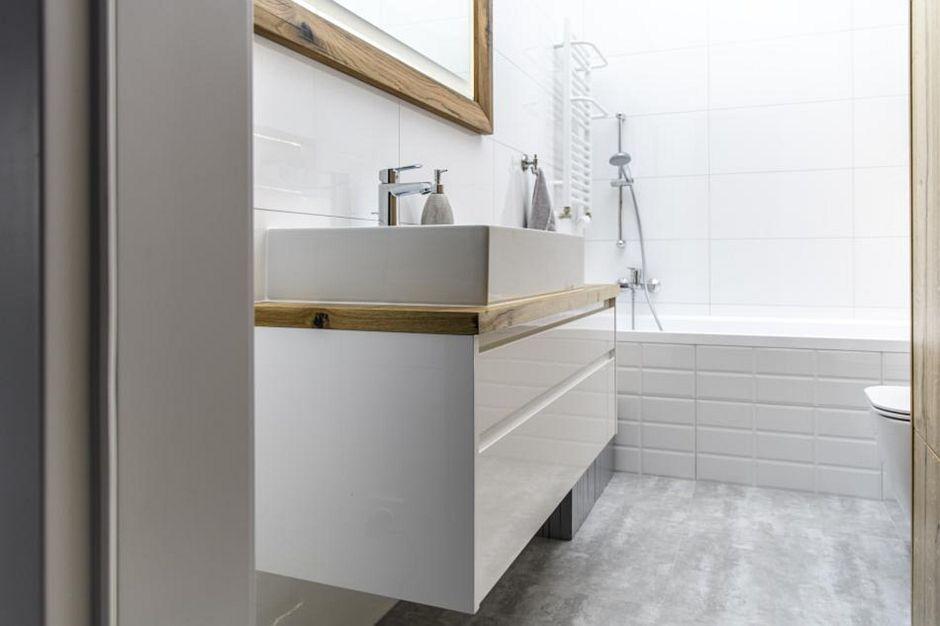 biała łazienka - galeria - Biała jasna łazienka z ...