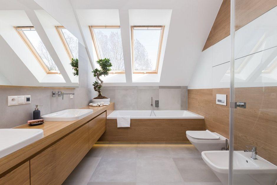 Drewno w łazience na poddaszu