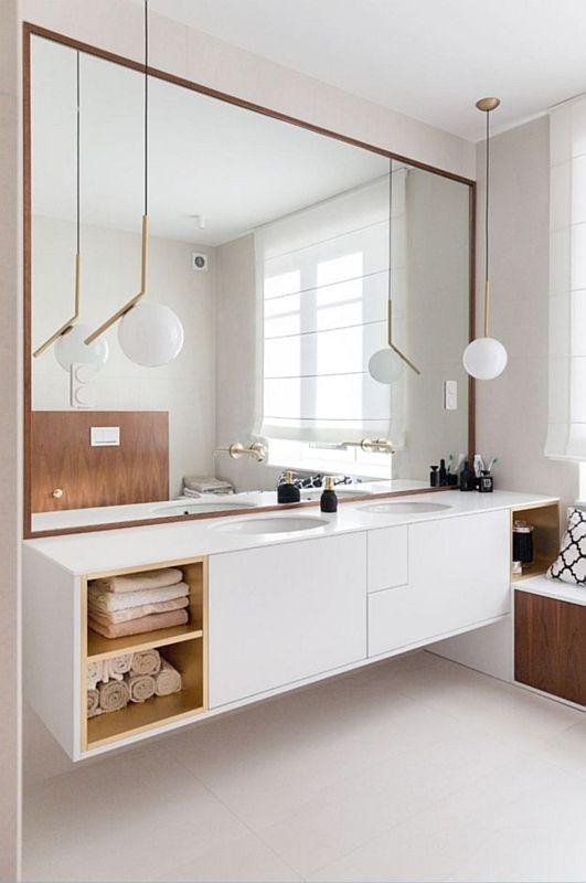 Dwie owalne umywwalki podblatowe w łazience z dużym lustrem
