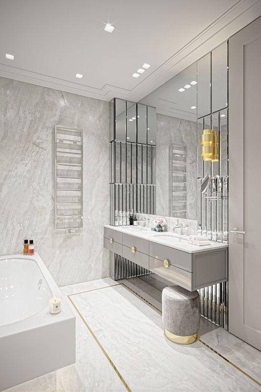 Duże lustro w łazience glamour z elementami złota