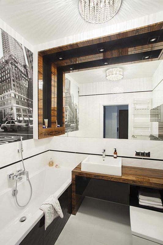 Duże lustro w łazience z fototapetą