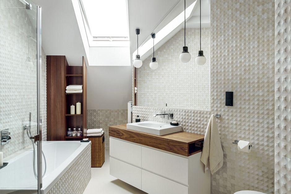 Lustro ze skosem w łazience na poddaszu
