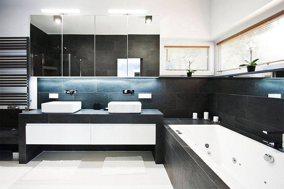 Szafka z lustrzanymi frontami w łazience dla dwojga