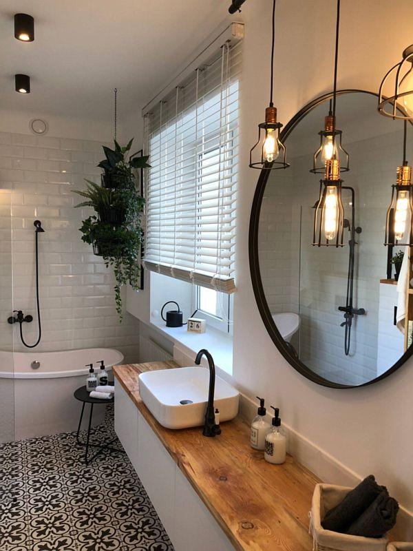 Okrągłe lustro z czarną ramą w łazience w stylu loft