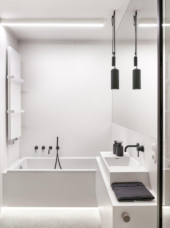 Minimalistyczna łazienka o ostrych kształtach