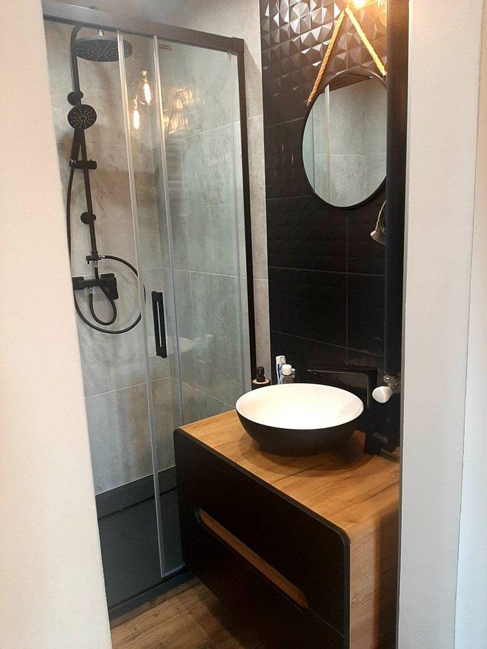 Umywalka w biało-czarnym kolorze w łazience