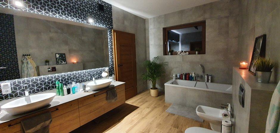 Podświetlane panoramiczne lustro nad umywalkami nablatowymi