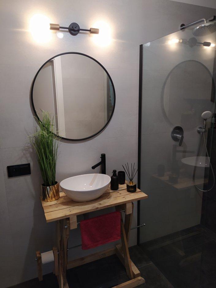 Umywalka nablatowa na drewnianej konsoli