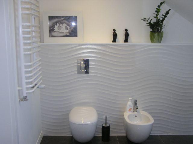 ola chmiel - galeria - aranżacja łazienki, biała łazienka, półka nad stelażem wc i bidet ...