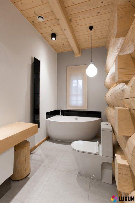 łazienka w domu z drewnianych bali