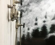 Mural przedstawiający las na ścianie prysznicowej - farby akrylowe, zaimpregnowany