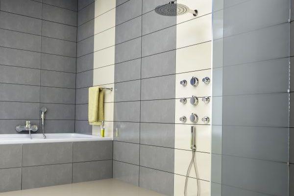 Podtynkowy panel o wielu funkcjach - rewolucja pod prysznicem