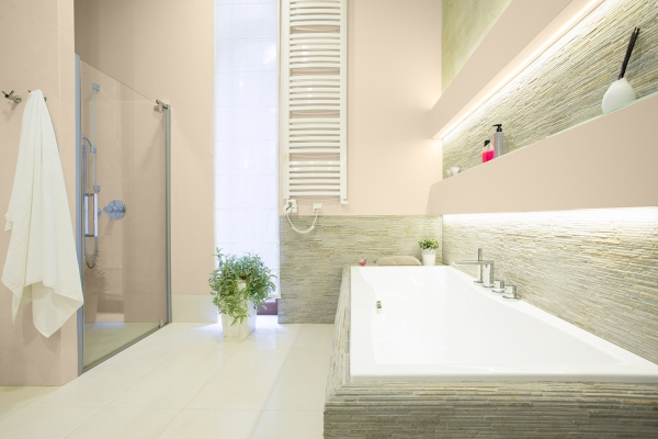 Wąska łazienka z oknem - niebanalne pomysły aranżacyjne