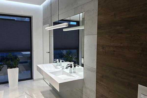 Naturalne wykończenie w łazience - aranżacja ścian