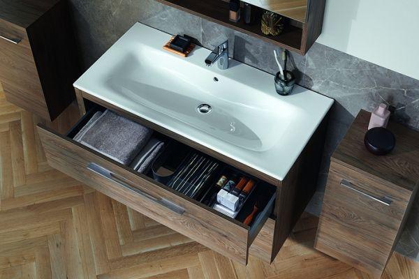 Szafki pod umywalkę - wady i zalety rozwiązań do przechowywania w łazience