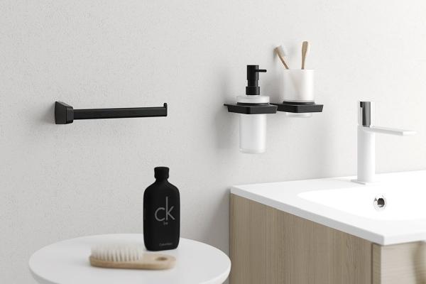 Ścienne czy do postawienia - jakie akcesoria łazienkowe wybrać