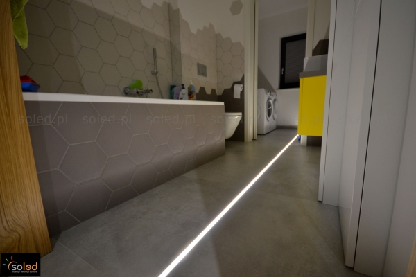 Oświetlenie liniowe w podłodze