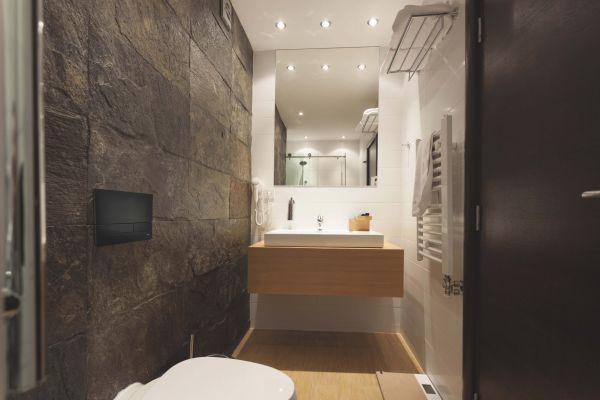 Czarny mat w łazience z Jomo