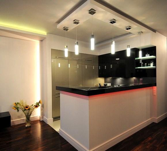 Podświetlenie LED sufitu, podświetlenie LED blatu, podświetlane półki LED - realizacja SOLED
